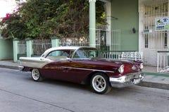 Coche clásico en Cienfuegos, Cuba Imágenes de archivo libres de regalías
