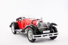Coche clásico rojo de los 1900s de Mercedes Benz aislado en el fondo blanco Imagen de archivo libre de regalías