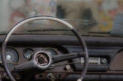 coche con el agujero de bala Imagen de archivo libre de regalías