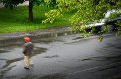 Coche con el caminante Fotografía de archivo libre de regalías
