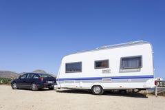 Coche con una caravana foto de archivo libre de regalías