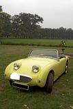 Coche convertible clásico amarillo foto de archivo libre de regalías