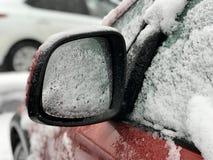 Coche cubierto con nieve Foto de archivo libre de regalías