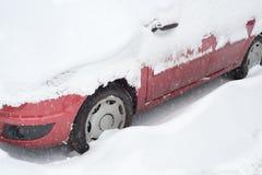 Coche cubierto con nieve Fotografía de archivo