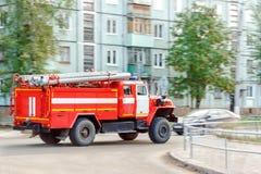 Coche de bomberos al rescate Imagenes de archivo
