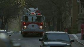 Coche de bomberos de NYFD en la calle metrajes