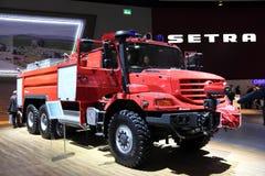 Coche de bomberos de Zetros del Benz de Mercedes Imágenes de archivo libres de regalías
