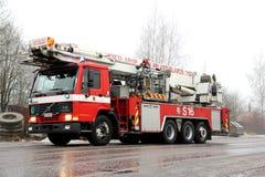 Coche de bomberos del refrigerador intermedio de Volvo FL12 que acomete a la escena del fuego Fotografía de archivo