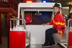 Coche de bomberos en acometida Imagen de archivo libre de regalías