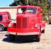 Coche de bomberos en acometida Imagenes de archivo