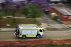 Coche de bomberos en acometida Fotografía de archivo