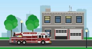 Coche de bomberos en fondo de la ciudad Imagen de archivo libre de regalías