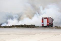 Coche de bomberos en la acción Fotos de archivo libres de regalías