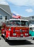 Coche de bomberos en la exhibición en la demostración de coche del lavabo del molino Imágenes de archivo libres de regalías