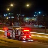 Coche de bomberos en la noche fotos de archivo libres de regalías
