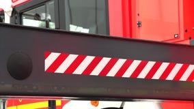 Coche de bomberos, parte inferior y vista lateral almacen de metraje de vídeo