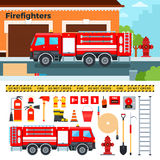 Coche de bomberos que espera en la calle Foto de archivo