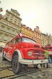 Coche de bomberos y equipo en el día del bombero Imágenes de archivo libres de regalías