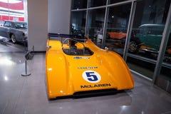 Coche de carreras 1971 de McLaren M8E de la naranja Imagen de archivo