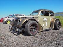 Coche de carreras Ford del vintage en el estacionamiento Rusia St Petersburg El verano de 2017 imagenes de archivo