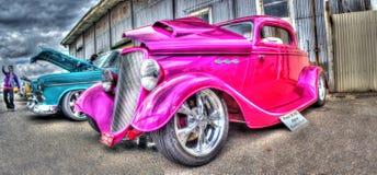 Coche de carreras rosado pintado aduana del vntage Imagen de archivo libre de regalías