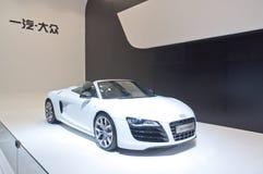 Coche de deportes blanco de Audi en la cabina de la demostración auto 2011 Imagenes de archivo