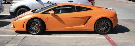 Coche de deportes de Lamborghini en naranja Imagen de archivo