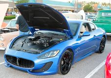 Coche de deportes de Maserati del azul real Fotos de archivo libres de regalías