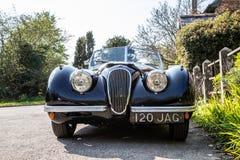 Coche de deportes negro de Jaguar del vintage fotografía de archivo
