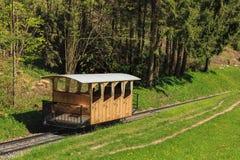 Coche de ferrocarril del ferrocarril funicular de Stanserhornbahn en Suiza Imagenes de archivo