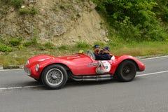 Coche de Fiat la Florida que corre en la raza de Mille Miglia imagenes de archivo