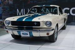 Coche 1966 de Ford Mustang Shelby GT350 en la exhibición en el auto Sho del LA Imagen de archivo libre de regalías