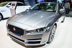 Coche de Jaguar XE, salón del automóvil Ginebra 2015 fotografía de archivo