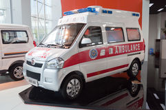 Coche de la ambulancia en la cabina del presentador Fotos de archivo