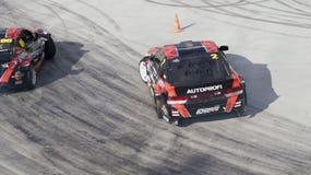 Coche de la deriva que deriva en las competencias del Motorsport imagen de archivo libre de regalías