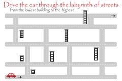 Coche de la impulsión a través del laberinto de calles, del edificio más bajo, juego para los niños, actividad preescolar de la e libre illustration
