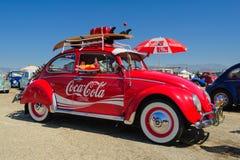 Coche de la obra clásica de Coca-Cola del escarabajo de VW Foto de archivo