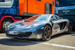 Coche de McLaren en el circuito de Barcelona, Cataluña, España fotos de archivo