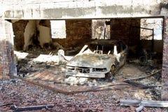 Coche de motor destruido por el fuego Imágenes de archivo libres de regalías