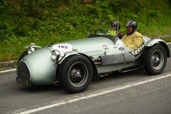 Coche de motores de Hw que corre en la raza de Mille Miglia Imagen de archivo