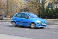 """Coche de n C3 del Citroà compacto azul """" Imagen de archivo libre de regalías"""