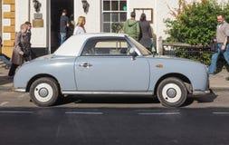Coche de Nissan Figaro en Stratford sobre Avon Imagen de archivo libre de regalías