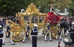 Coche de oro con la reina Beatriz Fotos de archivo libres de regalías