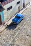 Coche de piedra del adoquín - Trinidad Cuba Imagenes de archivo