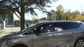 Coche de Renault Espace Initiale con Emmanuel Macron French Presidente dentro