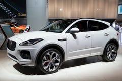 Coche de SUV del E-paso de Jaguar imagenes de archivo