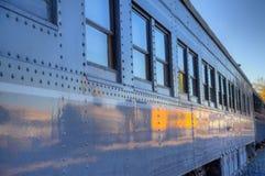 Coche de tren gris viejo imagenes de archivo
