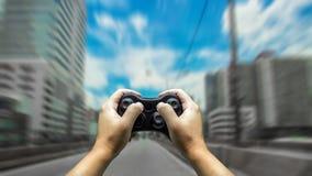 coche del control de la mano con el controler del juego Fotos de archivo