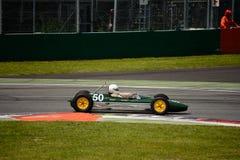 Coche 1963 del joven de la fórmula de Lotus 27 Imágenes de archivo libres de regalías