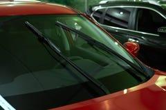 Coche del rojo de los limpiaparabrisas Imagen de archivo